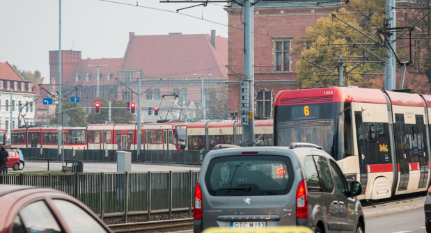 Cykl świateł na Hucisku sprawia, że na Podwalu Grodzkim tworzą się tramwajowe korki.