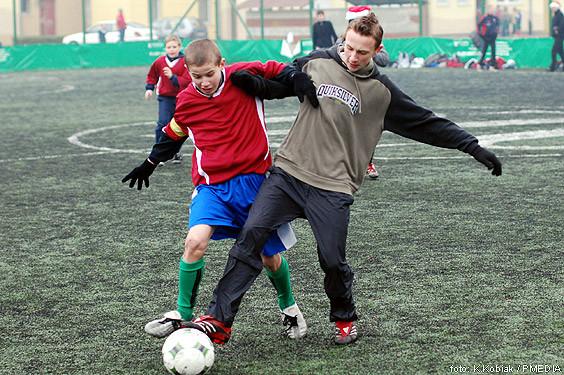 Do konfrontacji przystąpiło 47 zespołów, a w kategorii młodzików rywalizowało 10 drużyn ze stałymi bywalcami turniejów na Rozstajach ekipą Banino (w bordowych koszulkach) na czele.