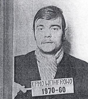 Jerzy Kowalczyk, z zawodu elektromonter, został zatrzymany w nocy z 15 na 16 grudnia jako członek Głównego Komitetu Strajkowego dla Miasta Gdyni w Zakładowym Domu Kultury Zarządu Portu Gdynia. Zdjęcie wykonane w areszcie śledczym w Wejherowie w dniu 19 grudnia 1970 r.