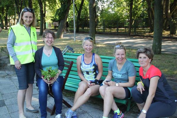 Poruszając się o kulach Ania odwiedziła przyjaciół z Parkrun Gdynia.