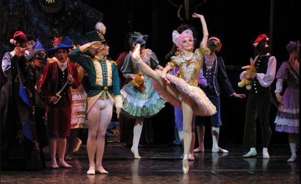Ta barwna bajka jest bardzo poprawnie zatańczona przez zespół Moscow City Ballet.