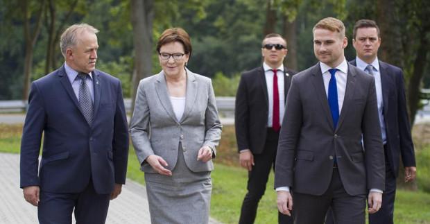 Łukasz Zaręba u boku premier Ewy Kopacz.