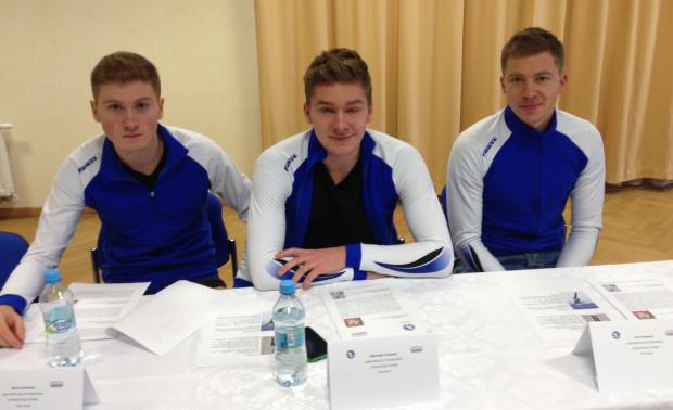 Marcin Bachanek (z lewej), Aleksander Puszkarski (w środku) i Piotr Puszkarski (z prawej) w Gdańsku nie mogą liczyć na treningi na pełnowymiarowym lodowisku, ale to właśnie GKS Stoczniowiec otoczył opieką reprezentantów Polski .