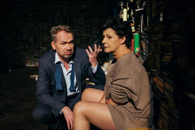 """Mistrzowski duet w najwyższej formie. Dorota Kolak i Mirosław Baka tworzą niezwykle wyraziste kreacje w """"Kto się boi Virginii Woolf? Teatru Wybrzeże."""