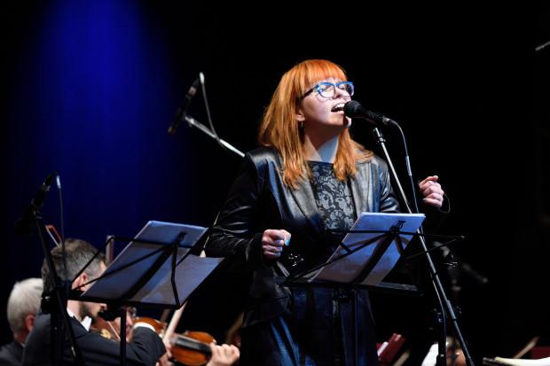 """Główną bohaterką koncerty """"Metropolia klasycznie"""" okazała się Joanna Knitter, dzięki której koncert zyskał łagodny jazzowy charakter."""