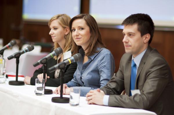 Specjaliści do spraw public relations powinni zapewnić firmie również dostęp do odpowiedniej wiedzy i informacji.