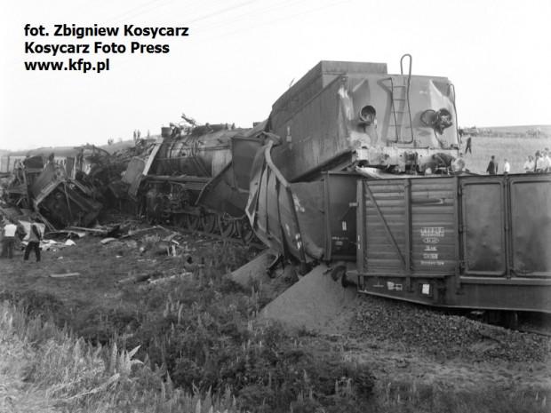 Uniesiony tender lokomotywy Ty246.