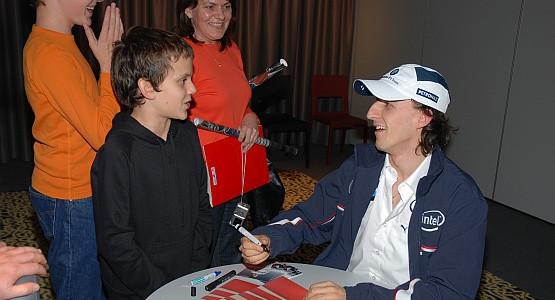 Podczas spotkania z Robertem Kubicą Julek był bardzo odważny. Dla swojej gdyńskiej szkoły zdobył autograf ze specjalną dedykacją.