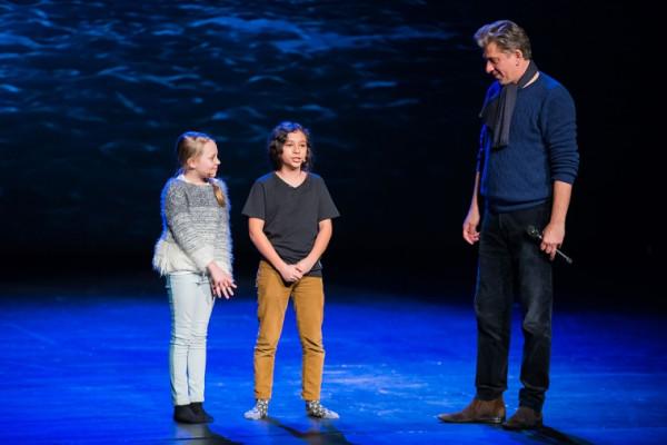 W spektaklu w głównych rolach obsadzone są dzieci. Z rolą Piotrusia zmierzy się Piotr Zamudio, zaś w Wendy wcieli się Julia Totoszko.