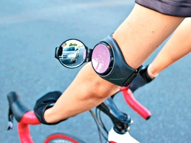Rowerowe lusterko wsteczne zakładane na ramię cyklisty