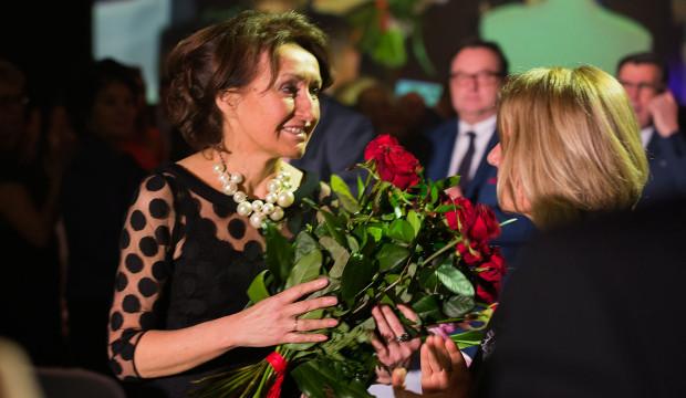 Teresa Kamińska została odwołana ze stanowiska prezesa Pomorskiej Specjalnej Strefy Ekonomicznej przez nowy rząd. Na Sztormach 2015 przyznano jej nagrodę specjalną.