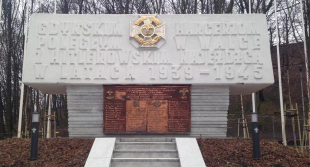 Pomnik upamiętniający gdyńskich harcerzy po oczyszczeniu pozostanie na placu