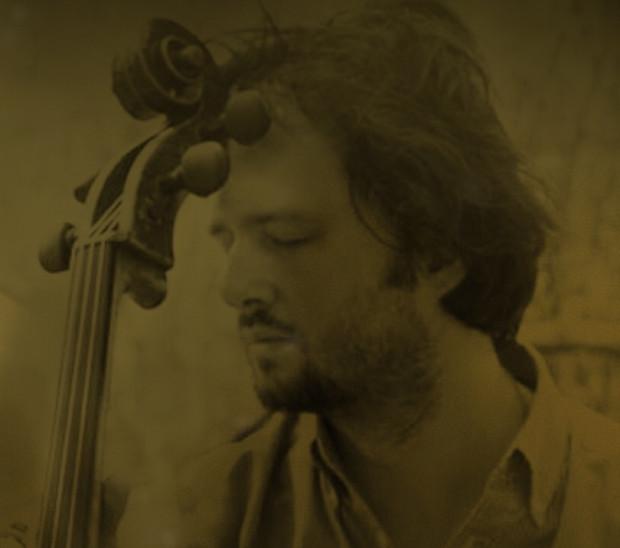 Dominik Połoński, jedyny na świecie instrumentalista smyczkowy używający podczas gry wyłącznie swojego prawego ramienia, w najbliższy piątek o godz. 19 w Filharmonii Bałtyckiej wykona wspólnie z orkiestrą gospodarzy jeden z dedykowanych mu utworów - Koncert wiolonczelowy Sławomira Kaczorowskiego.