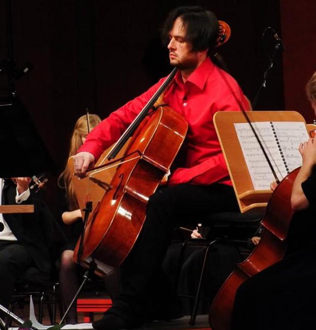 - (...) do dnia dzisiejszego powstało już kilkanaście koncertów, kilka sonat oraz kilka utworów na wiolonczelę solo  dedykowanych mnie i przeznaczonych jedynie dla prawej ręki wiolonczelisty. Stworzyłem rozdział w historii muzyki - mówi Dominik Połoński.