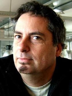 """Onno Hansen: """"Rozszerzona Rzeczywistość to nowoczesna technologia multimedialna, która łączy świat rzeczywisty ze światem komputerowym, czyli dodaje do rzeczywistości widzianej gołym okiem wirtualne elementy""""."""