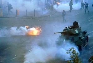 W ostatni weekend po Budapeszcie jeździł ten historyczny czołg T-34.
