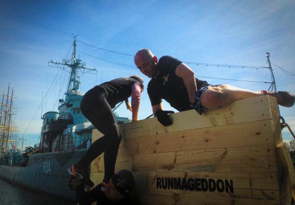 Uczestnicy treningu raczej nie mieli problemów z pokonaniem drewnianej ścianki.