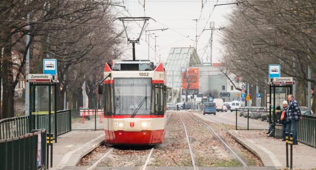 Jeden z czterech tramwajów Alstom Konstal NGd99.