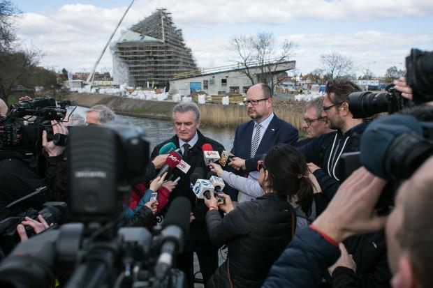 Paweł Adamowicz na poniedziałkowej konferencji prasowej w sprawie budowy Muzeum II Wojny Światowej, apelował do ministra kultury o zmianę decyzji.