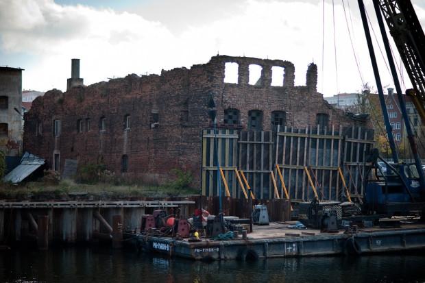 Kontrolerzy z NIK zarzucają konserwatorowi zły nadzór nad spichlerzem Woli Łeb, co doprowadziło do jego ruiny.