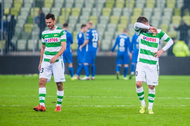 Grzegorz Wojtkowiak (z lewej) z powodu kartek nie zagra w czwartkowym meczu z Lechem, ale Grzegorz Kuświk (z prawej) może w Poznaniu poszukać 11. gola w tym sezonie.