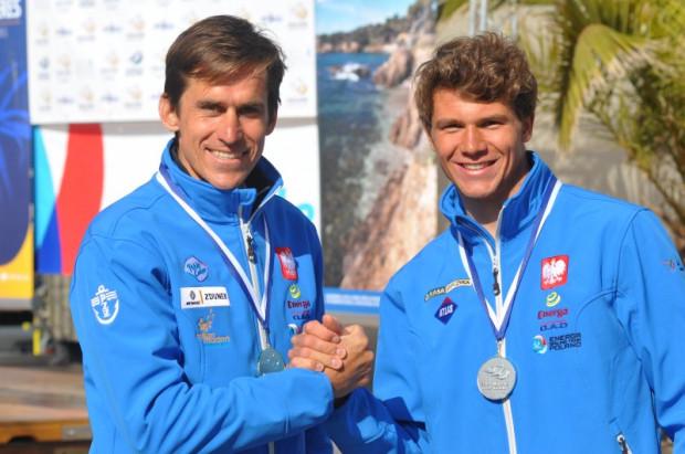 Piotr Myszka (z lewej) przed Pawełem Tarnowskim - tak wyglądała kolejność na szczycie klasyfikacji RS:X w Hyeres.