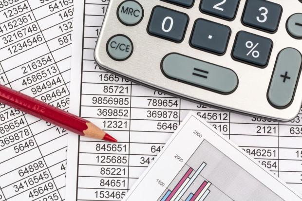 Wedle szacunków rachunek od państwa w 2015 roku był o 651 zł (3 proc.) wyższy niż ostateczny rachunek za 2014 rok.