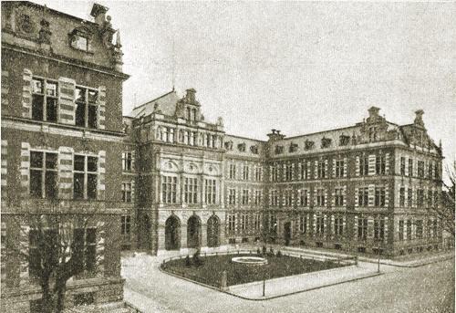 Nieistniejący budynek Senatu WMG. Obecnie mieści się tutaj budynek Urzędu Miasta.