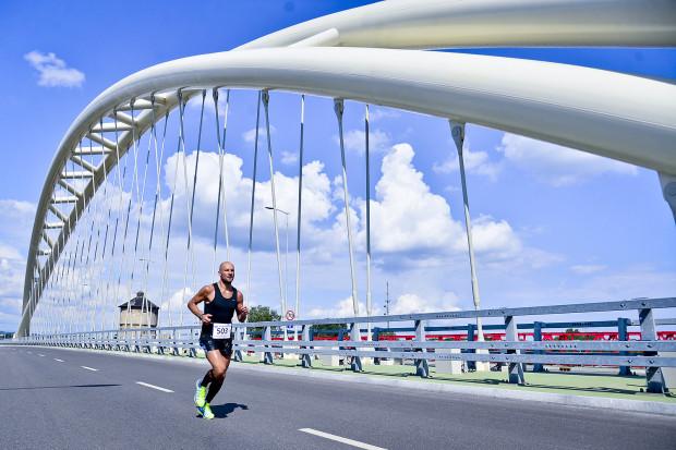 Na kilka godzin główne ulice opanują biegacze.