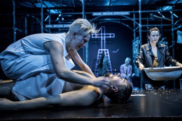 """""""Kumernis, czyli o tym jak świętej panience broda rosła"""" Teatru Muzycznego w Gdyni to trójmiejski przedstawiciel w konkursie R@Portu. Pokaz konkursowy odbędzie się 27 maja o godz. 19."""
