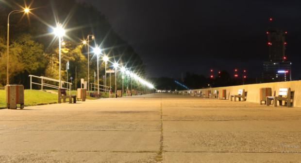 W ujęciach fotografów bulwar w Gdyni prezentuje się zwykle zjawiskowo, ale i na takich kadrach można dostrzec, że remont nawierzchni i otoczenia staje się powoli koniecznością.