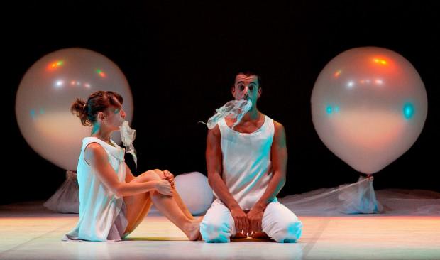 """""""Rio de luna"""" teatru Da.Te Danza to pierwszy spektakl Festiwalu skierowany do dzieci i inspirowany okresem niemowlęcym. Zobaczyć go można 5 czerwca."""