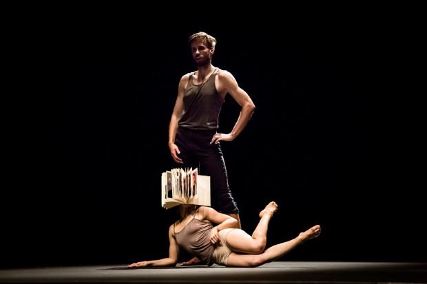 """Szeroko pojętego domu poszukiwać będą tancerze Krakowskiego Teatru Tańca w spektaklu """"Nesting"""", który obejrzeć można w Klubie Żak 7 czerwca."""