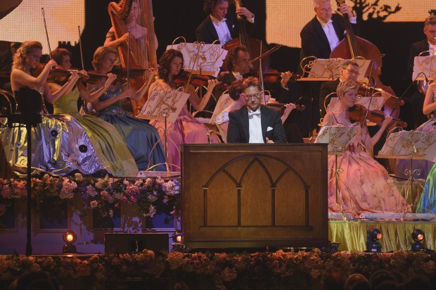Carillon nieczęsto gości na scenach koncertowych, dlatego możliwość wysłuchania znakomitej transkrypcji Concierto de Aranjuez J. Rodrigo na dzwony z orkiestrą było nie lada gratką.