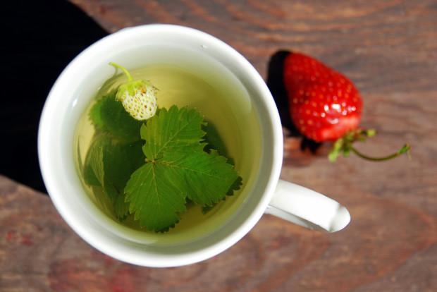 Herbata z liści truskawek jest zalecana między innymi przy anemii, biegunce, niedokrwistości i astmie.