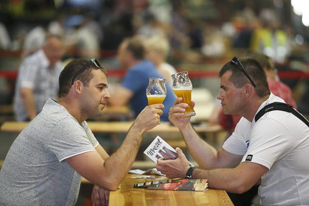 Podczas Hevelki można spróbować około dwustu rodzajów piwa.