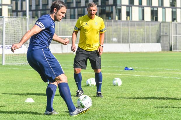 Krzysztof Sobieraj (z piłką) chciałby podążyć drogą Grzegorza Nicińskiego i od razu po zakończeniu kariery zająć się pracą trenerską.