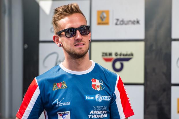 Anders Thomsen kontuzji barku nabawił się pod koniec czerwca. Duńczyk nie może się doczekać powrotu na tor. W najbliższym meczu Wybrzeża pojechać będzie mógł jednak dopiero w sierpniu, gdyż gdańszczan czeka długa pauza w rozgrywkach Nice PLŻ.