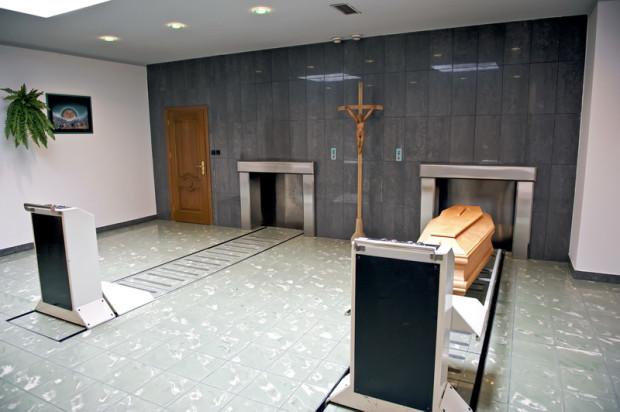 Gdańskie krematorium jest zaopatrzone w dwa piece, które spopielają zwłoki niemal bez przerwy. Jedna ceremonia kremacji trwa ok. dwóch godzin.