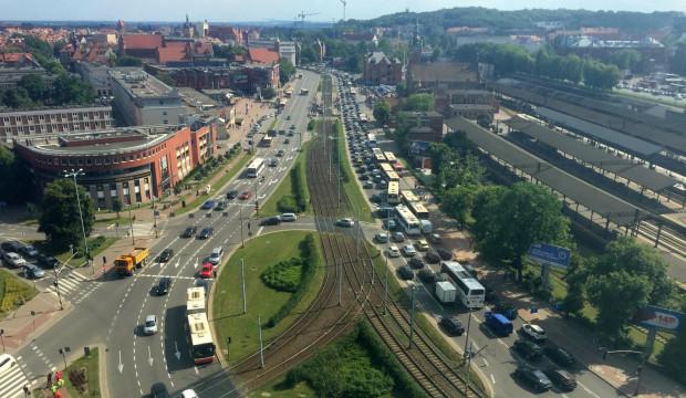 Korki w wakacje w Gdańsku to codzienność, ale z roku na rok jest coraz gorzej.