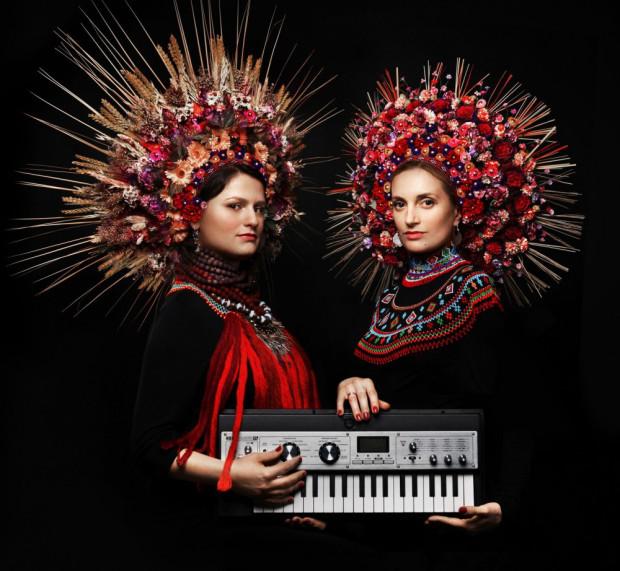 Do 17 lipca trwa festiwal Dźwięki Północy, podczas którego możemy posłuchać muzyki tworzonej z inspiracji folklorem basenu Morza Północnego. Na zdj. zespół Dagadana.
