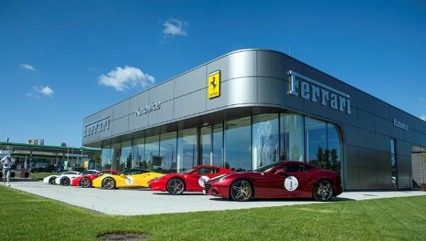 Start wyprawy odbędzie się przy katowickim salonie Ferrari.