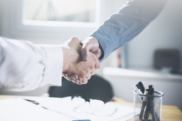 Pracownik nie może prowadzić działalności konkurencyjnej wobec pracodawcy, ani też świadczyć pracy w ramach stosunku pracy lub na innej podstawie na rzecz podmiotu prowadzącego taką działalność.