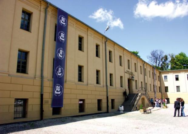 Gdańska Szkoła Wyższa zajmie budynek zabytkowej Reduty Koszarowej na Biskupiej Górce, w którym dotychczas mieściła się Gdańska Wyższa Szkoła Humanistyczna.