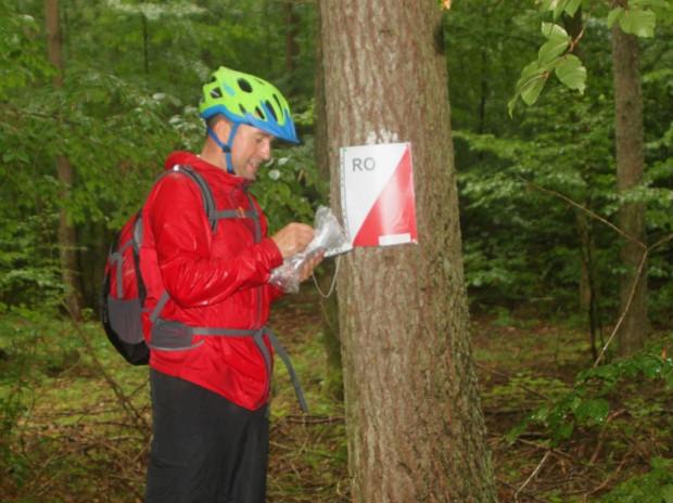 V Rowerowy Rajd na Orientację w Leśniewie w strugach deszczu