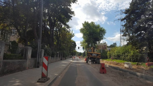 Podczas prac remontowych na ul. Sobieskiego robotnicy wykopali cztery niewybuchy.