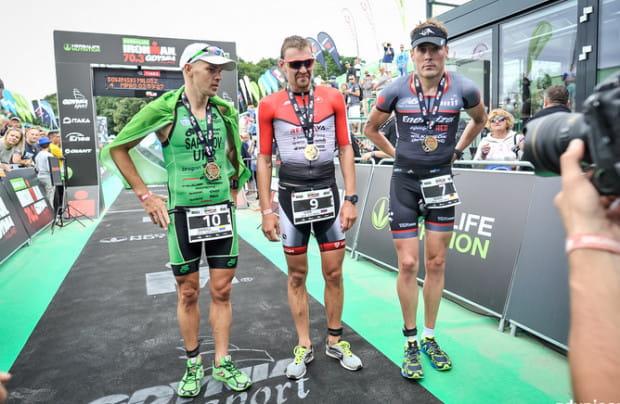 U zwycięzcy Herbalife Ironman 70.3 Gdynia 2016 Ivana Tutukina (w środku) wykryto niedozwoloną substancję dopingową, meldonium. Badania potwierdziły jednak to, co przyznał sam zawodnik, czyli że przyjmował ją wyłącznie zanim została zakazana. Zawodowcy często przechodzą kontrole, ale co z amatorami startującymi w imprezach masowych?