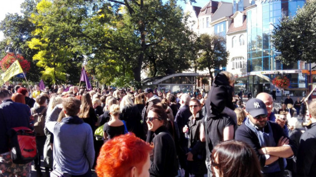 """25 września w Sopocie odbył się """"Czarny protest"""". W poniedziałek strajk kobiet przeciwnych zaostrzeniu ustawy antyaborcyjnej ma objąć całą Polskę."""