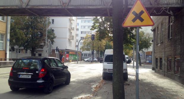 Skrzyżowania równorzędne mają zmusić kierowców do zwalniania w centrum Gdyni.