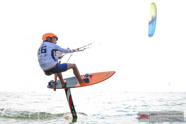 Jan Koszowski startuje w zawodach juniorskich dla zawodników do 18. roku życia. Niektórzy z rywali są zatem od niego niemal dwukrotnie starsi.